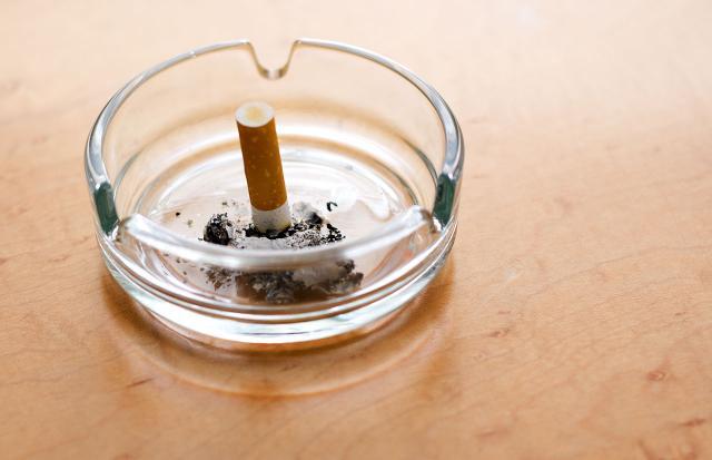 Befreien Sie sich von allem, was Sie ans Rauchen erinnert