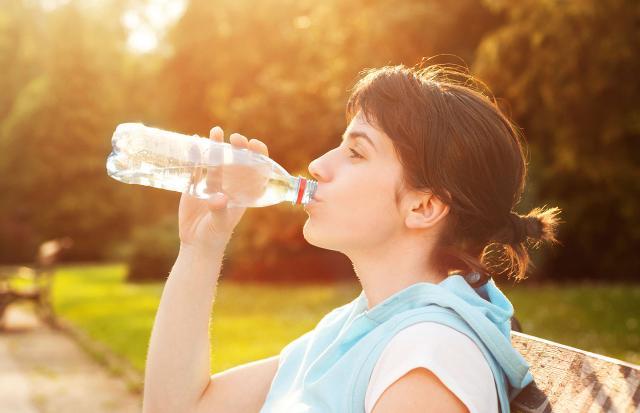 Trinken Sie Wasser